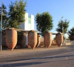 Tinajas cilíndricas de 500@ en avda. de los  Reyes Católicos de Villarrobledo