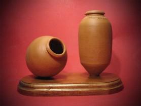 Juego de tinajillas sobre base de madera